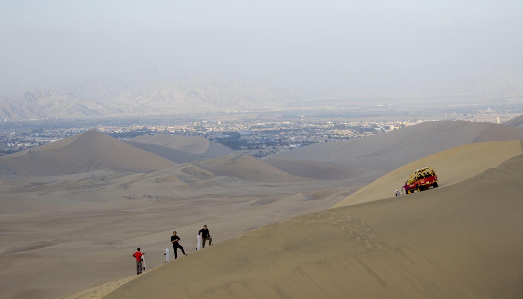 Dune buggy, Huacachina, Peru